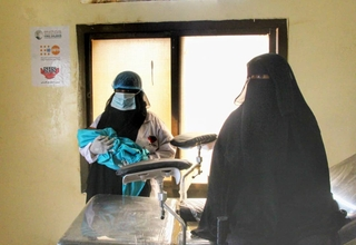 A woman has delivered a healthy baby at the Nawjad Health Centre, where reproductive health services have recently returned. © UNFPA Yemen