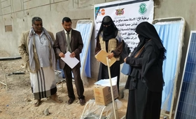 A midwife upon receiving solar panels for her home clinic © UNFPA Yemen